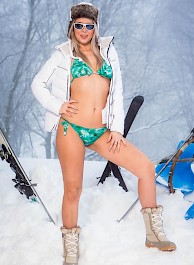 Nikky Dream In Ski Bums