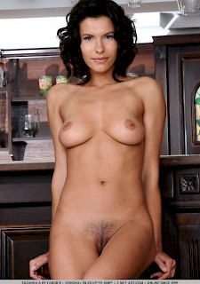 pretty girl Suzanna A gets naked for you