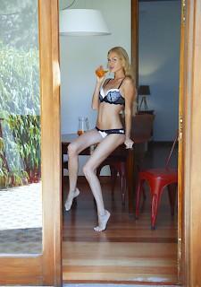 Galerien necken mit sexy Beinen