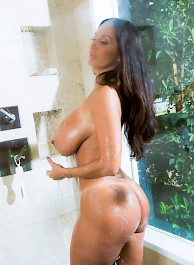Busty Mature Babe Ava Addams Fucked In The Shower