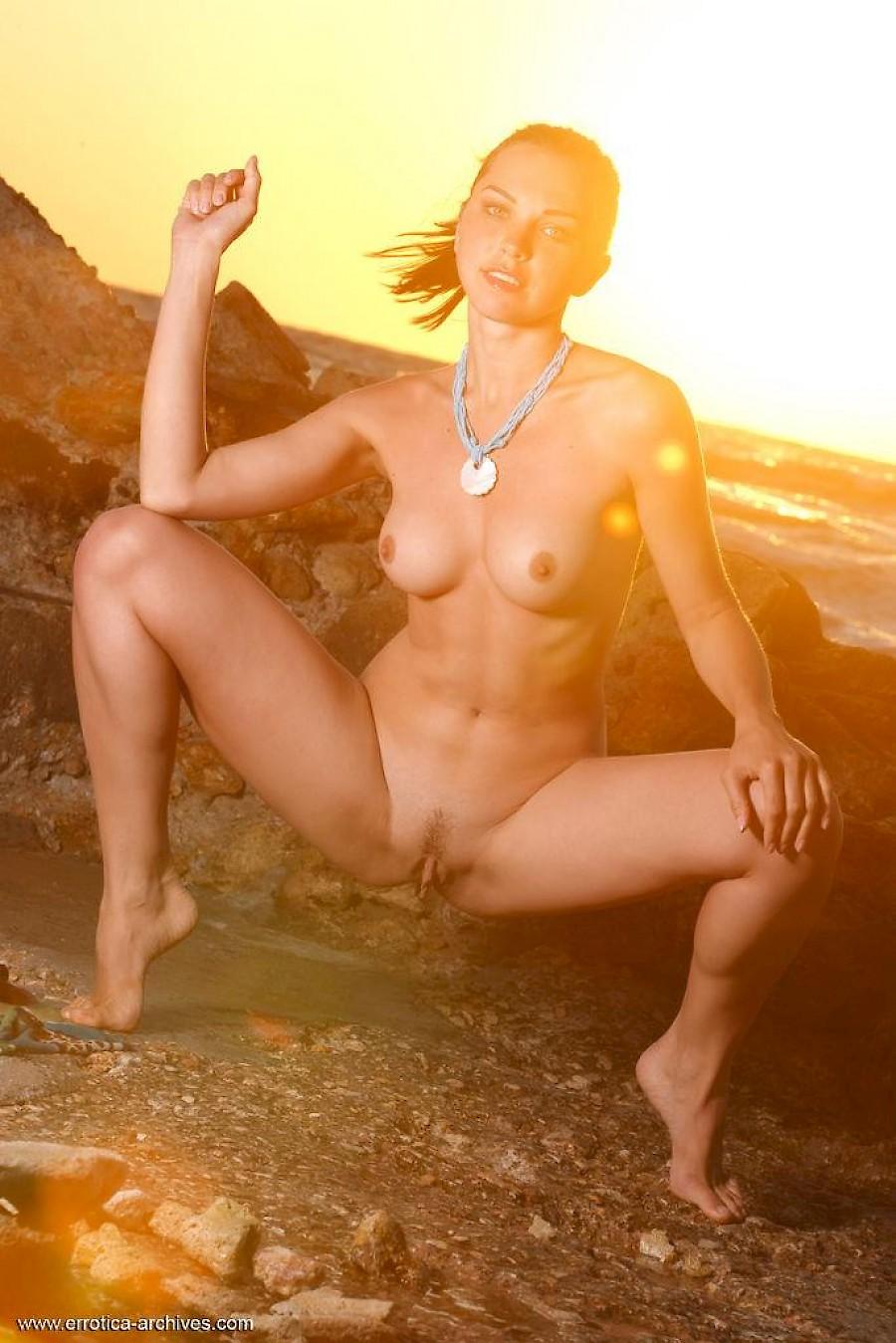 Amanecer Porn Family sexy babe anita e shows off her gorgeous body on the beach