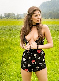 Muirina Fae Getting Naked In The Field