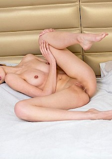 hot Sade Mare gives you her long legs and tight pussy in bed