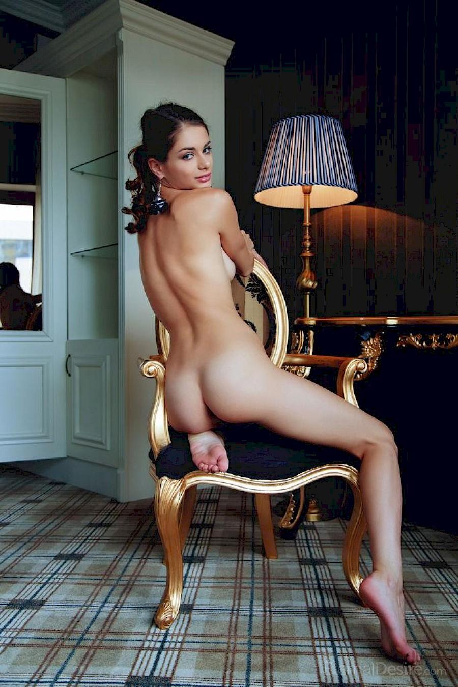Hayden panatierre nake