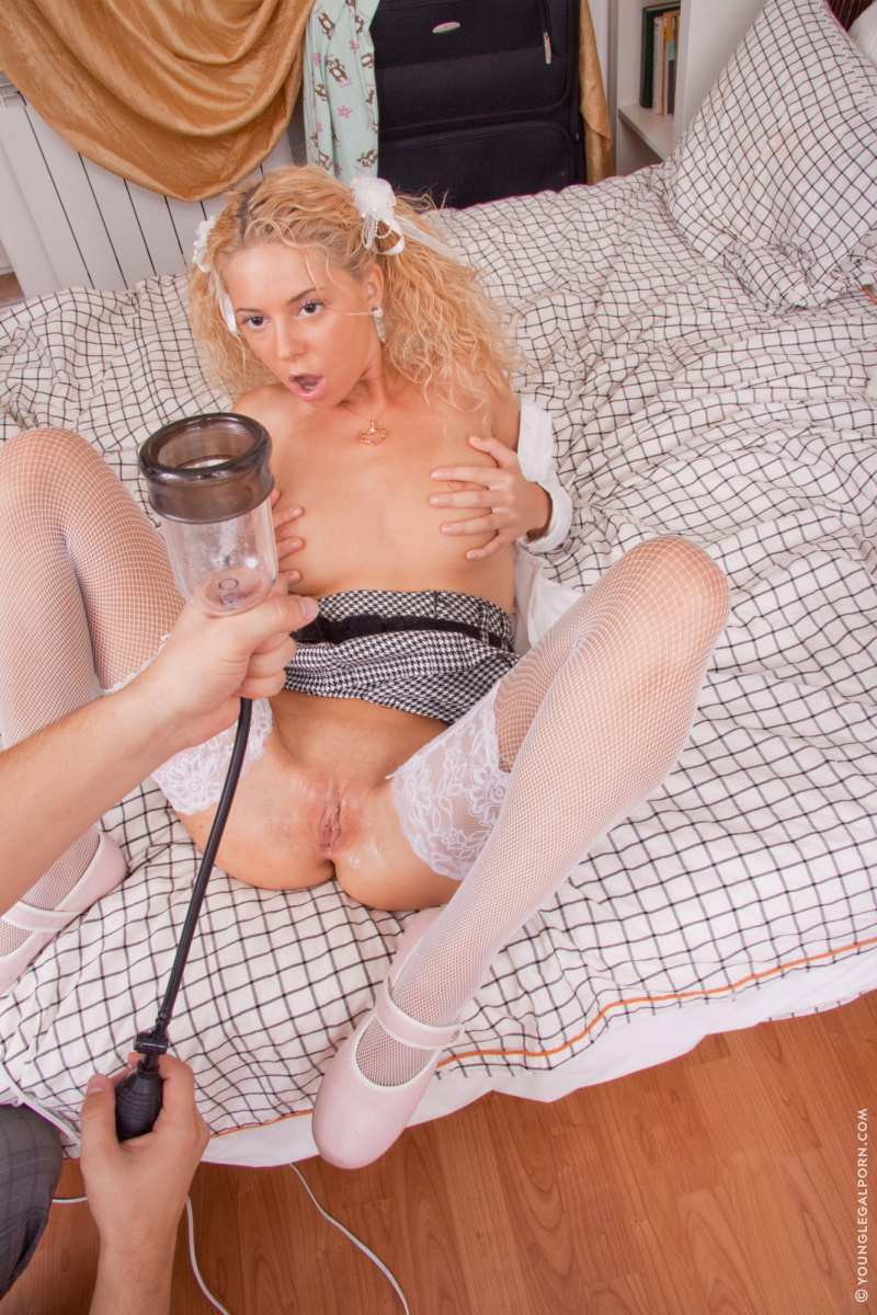 Pamela anderson nude wall