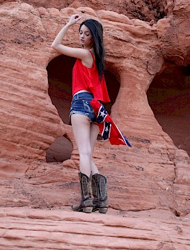 Southern sexy babe Lidia Leann strips naked in Valley of Fire