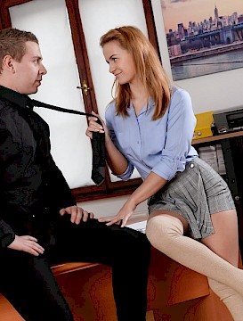 REdhead pretty girl Jenny Manson seduces her teacher