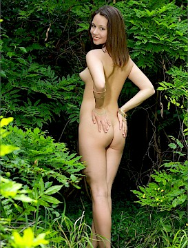 MPL Studios Presents Alma shows her body outdoor