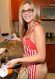 hottie teen Kendra Lynn makes a sex tape in the kitchen