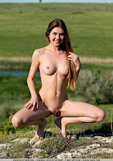 hot babe Georgia stripping nude outdoor