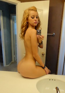 gf Gorgeous blonde self shooting nude at home