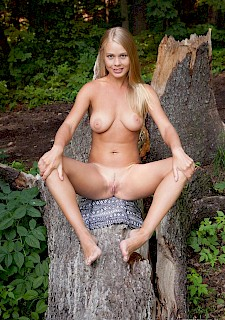 big tits babe Sarika A shows you her nude body in the forest