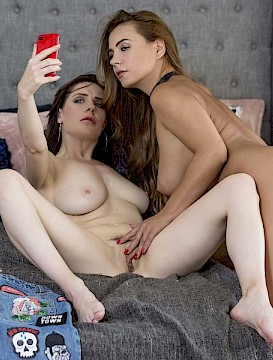 horny lesbian Dorothy and Samantha get naughty with their phone