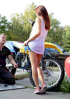 Teen girl Licie fucks biker outdoor