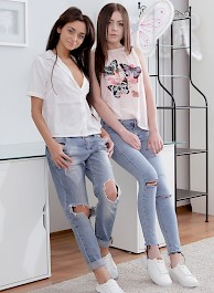 Nikola Hot Lesbians in Sexy Jeans